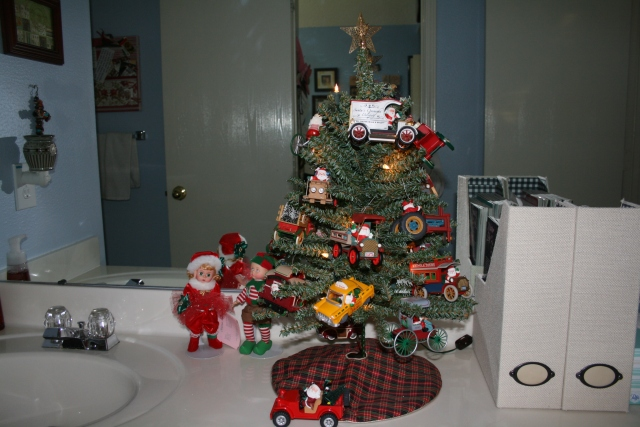 Here comes Santa Claus ornaments, this is in the guest bathroom