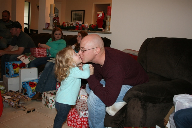 a special kiss for Daddy