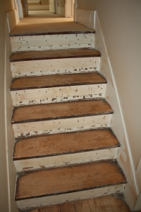 this is the upper section of the stairs, the white was covered by the oak veneer