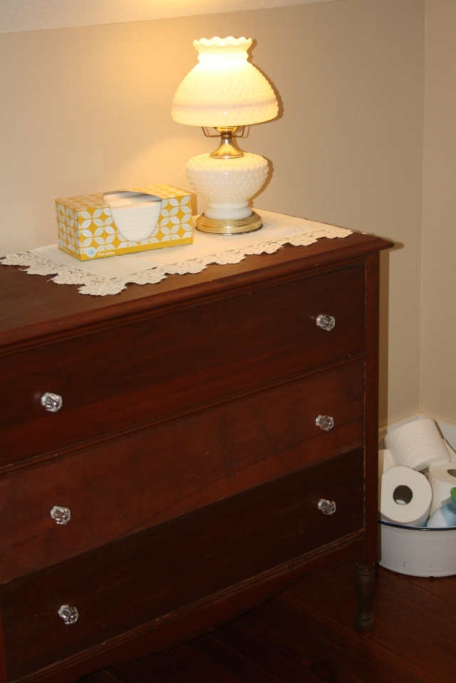 closer view of the lamp and linen