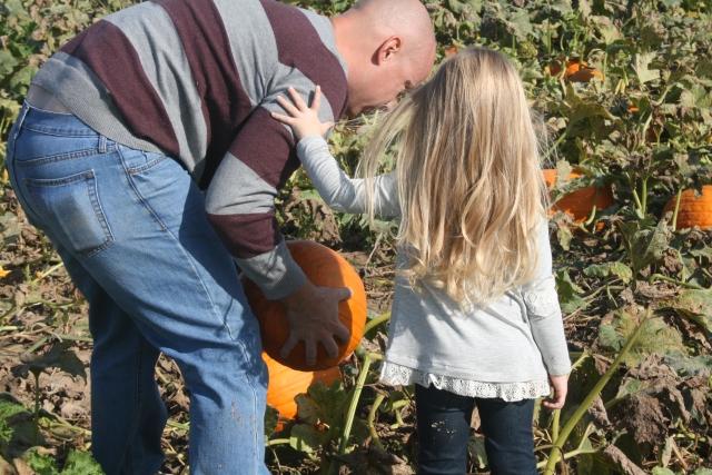 Hailey helping Daddy