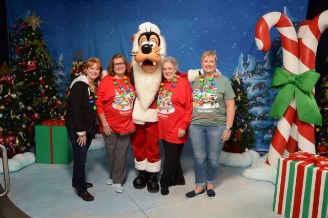 our photo with Goofy at Hollywood
