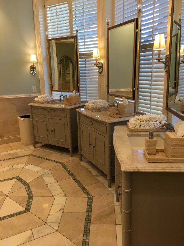 inside the clubhouse ladies room
